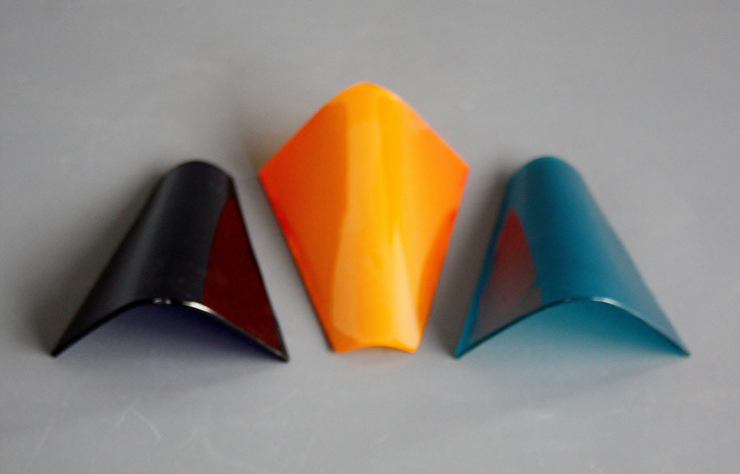gekleurd gebogen glas